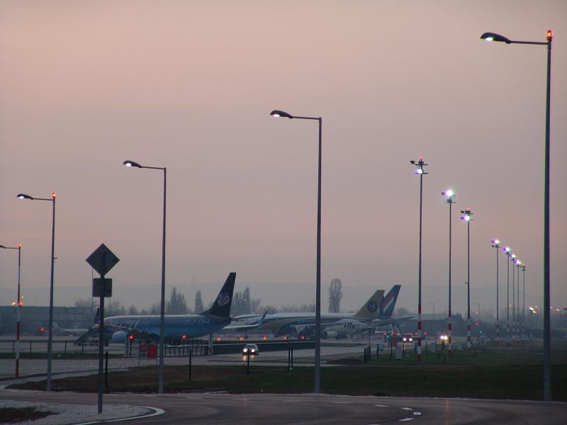 Claude Streetlight Airport - CE Lighting